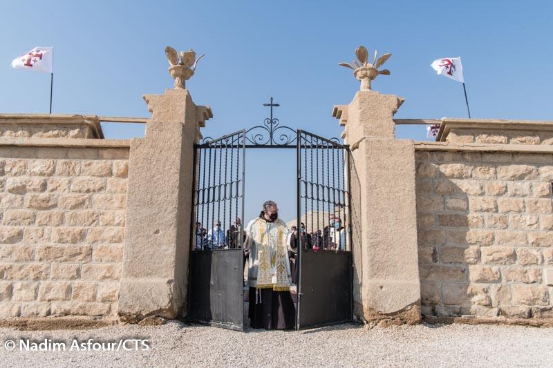 """""""Z pola minowego do miejsca modlitwy"""": celebracja Chrztu Jezusa powraca do kościoła franciszkańskiego nad rzeką Jordan"""